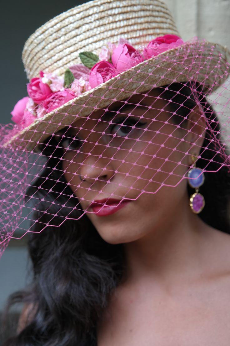 Sombrero de copa con red y flores IRABI