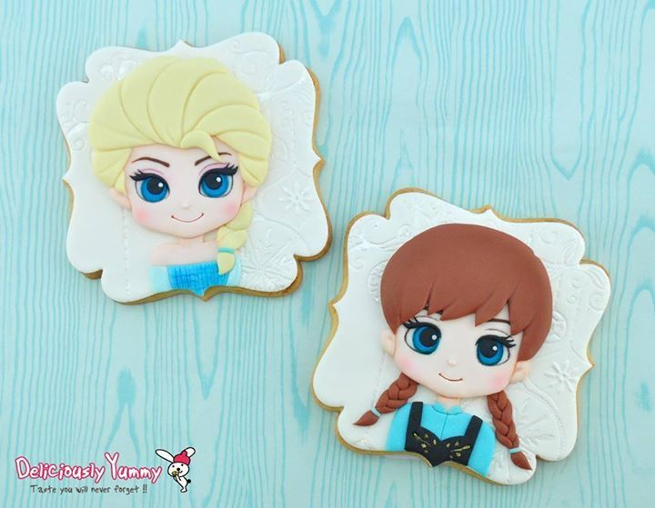 Elsa and Anna Frozen cookies