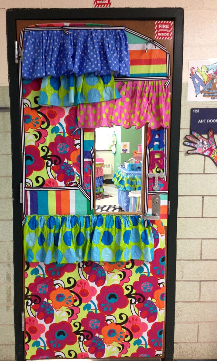 Awesome This Teacher Went All Out When She Dressed Up Her Classroom Door. Door Art.