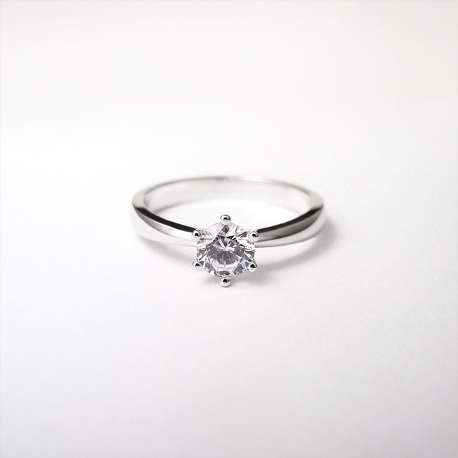 Engagement ring. Zaročni prstan.   #wedding #engagement #ring #proposal #isaidyes #handmade #gold #diamonds #jewelrydesign #jewelry #joyeria #fashion #alternativebridal #showmeyourrings #zarocni #porocni #prstan #zlato #diamanti #nakit #moda #izdelanorocno #metalsmith #topaz #bluetopaz