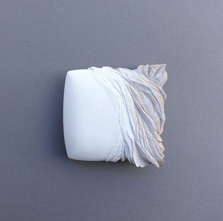 Flora Vagi. - Pillowaves I, 2014 9 x 9 x 3 cm Photo : Flora Vagi