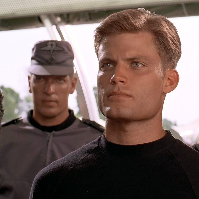 Starship Troopers (1997) - Click to expand