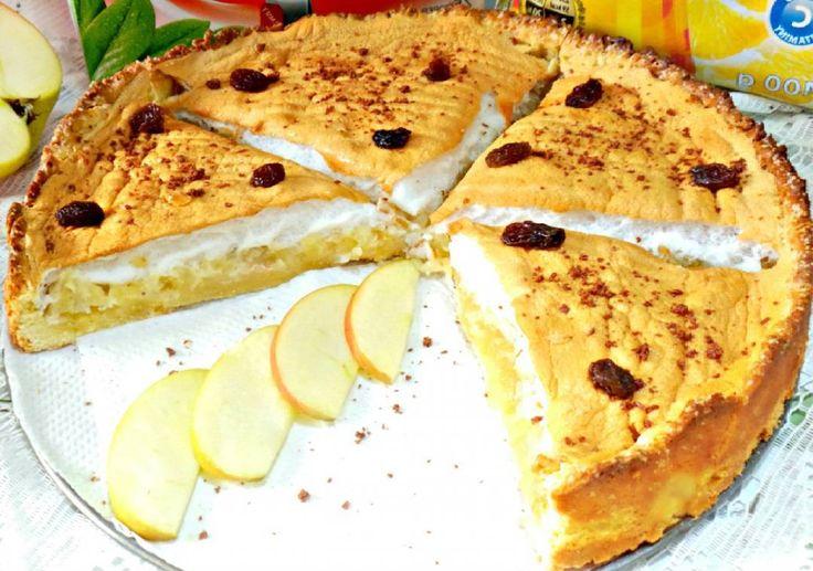 Очень вкусныйнежный яблочный пирог с безе)  Ингредиенты для теста: -Мука пшеничная - 250 гр (-) -Сахар- 100 гр -Яичный желток - 3 шт -Сливочное масло - 100 гр  Для начинки: -Яблоки - 3-4 шт -Сахар - 5050 грможно и чуть меньше) -Яичные белки - 3 шт  Приготовление: В миску положить размягчённое сливочное маслосахар и желткитщательно размешать. Добавить просеянную мукузамесить тесто. Выложить тесто в форму для выпечки сформировать бортикиубрать в холодильник на времяпока готовим начинку. Яблоки…