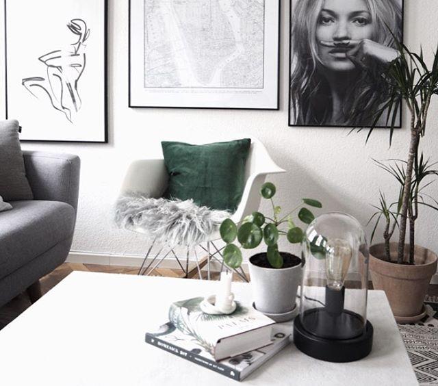 Jeg har klikket fine sager hjem til stuen fra yndlings @ellosofficial - bl.a. den flotteste mørkegrønne velourpude, som tilmed har en virkelig god pris! ☘ Se mere på bloggen (link i bio) hvor jeg også deler en rabatkode med jer✌🏻️ /Mette. #sponsoreret #homesickblog #elloshome