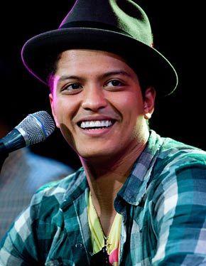 bruno marsBrunomars, Beautiful Bruno, Awesome Bruno, Favorite Celebrities, Art Bruno, Bruno Mars Smile, Bruno Baby, Hotties Boys, Best Singer
