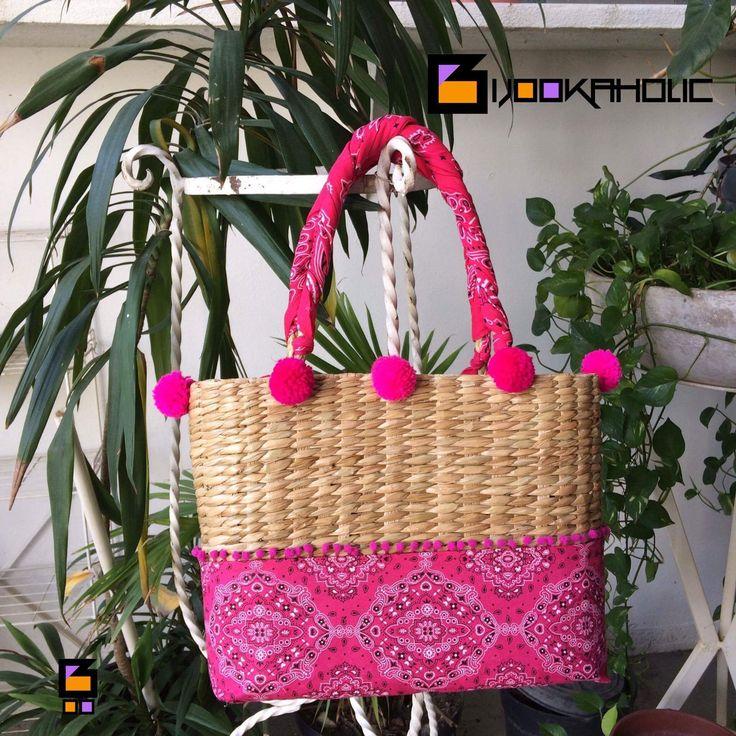 Bolsa de palha customizada Pompom lovers Bandana lovers https://m.facebook.com/bijookaholic/