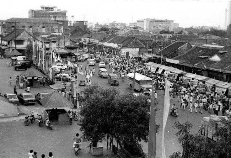 Keramaian Pasar Tanah Abang, tahun 1977.