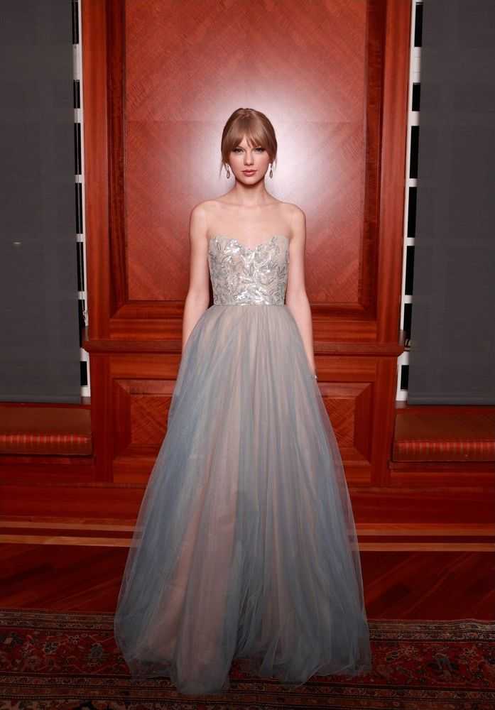 Taylor Swift -  27th Annual Symphony Ball~ THAT DRESS 0_o is perf