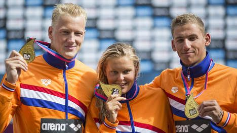 Sharon van Rouwendaal, Ferry Weertman en Marcel Schouten winnen voor Nederland de gouden medaille op de 5km zwemmen in open water. (EK Zwemmen 2014 Berlijn)