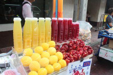 Jugos Naturales en #Bangkok #Tailandia Revisa nuestro artículo sobre compras locales en este país. #Viajes #DesarrolloPeregrino