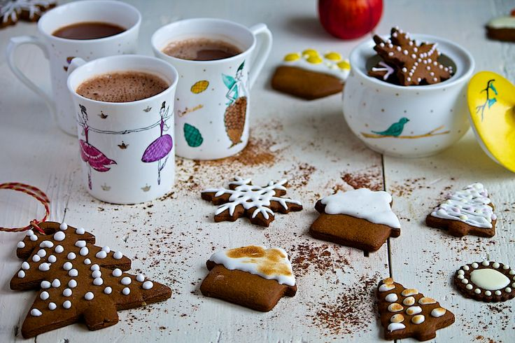Christmas fairies served in coffee cups, with gingerbreads