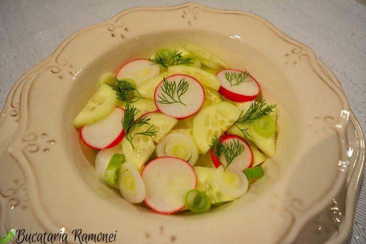 Scopul acestei imagini este acela de a vă convinge să pregătiți o salată, o salată țărănească. Deci fuguța în grădină sau la piață! Pentru mai multe detalii consultați linkul: http://bucatariaramonei.com/recipe-items/salata-taraneasca/