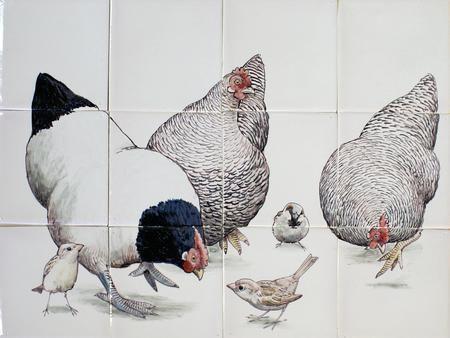Fliesengeschirrhühner mit Haussperlingen. Unsere traditionellen handgefertigten Produkte sind …   – Arsenaal detail ideeen