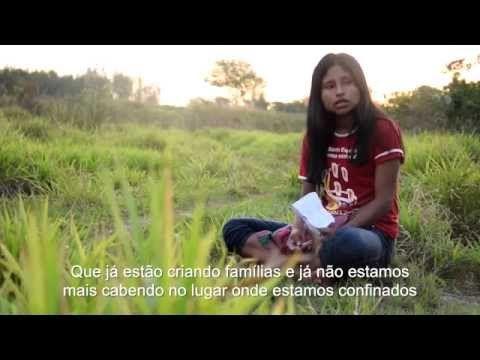 Retomada Ñanderu Marangatu  Coletivo indígena narra em vídeo ataque de fazendeiros  ATENÇÃO: O VÍDEO CONTÉM CENAS FORTES DE VIOLÊNCIA  As vítimas indígenas da violência no Mato Grosso do Sul contando suas histórias por elas mesmas.  Assim a Associação Cultural dos Realizadores Indígenas- ASCURI -- apresentou neste fim de semana sua versão ao ataque de fazendeiros que resultou no assassinato do líder Guarani Kaiowá, Simião Vilhalva.  https://www.diplomatique.org.br/multimidia.php?id=99