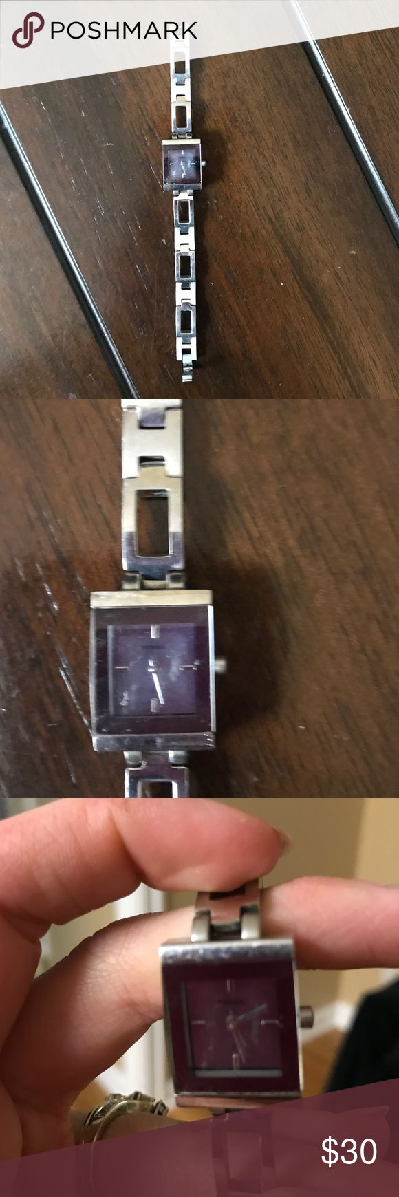 Women's fossil watch Women's fossil watch it does need a new battery but I just don't wear it anymore. In good condition comes from a smoke free pet free home Fossil Accessories Watches
