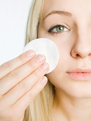 33 Weird and Whacky Beauty Facts: Olives Oil, Eye Makeup, Natural Beautiful, Olive Oils, Makeup Artists, Cotton Pads, Removal Eye, Beautiful Facts, Whacki Beautiful