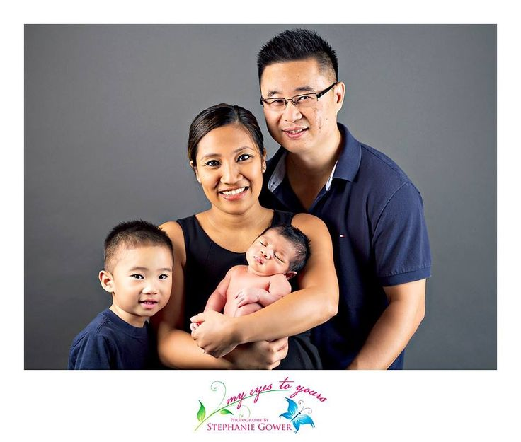 Family and newborn studio session! www.myeyestoyours... London, ON #photographer #photography #children #babies #LndOnt