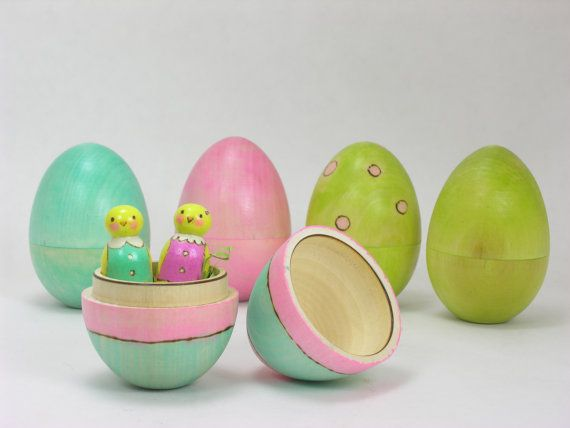 Wooden Easter Egg with Mini Spring Chicks, hollow wooden egg, mini chicks pegs, Heirloom Easter Toy, kids Easter, wooden Easter toy
