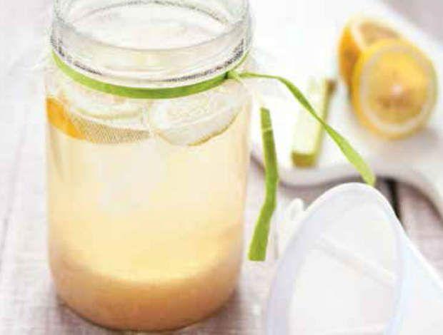 Kéfir au citron frais et touche de mielDécouvrez la recette du Kéfir au citron frais et touche de miel.Recette extraite de Mes recettes détox super gourmandes, Guy Avril et Marie Chioca, éd. Terre Vivante