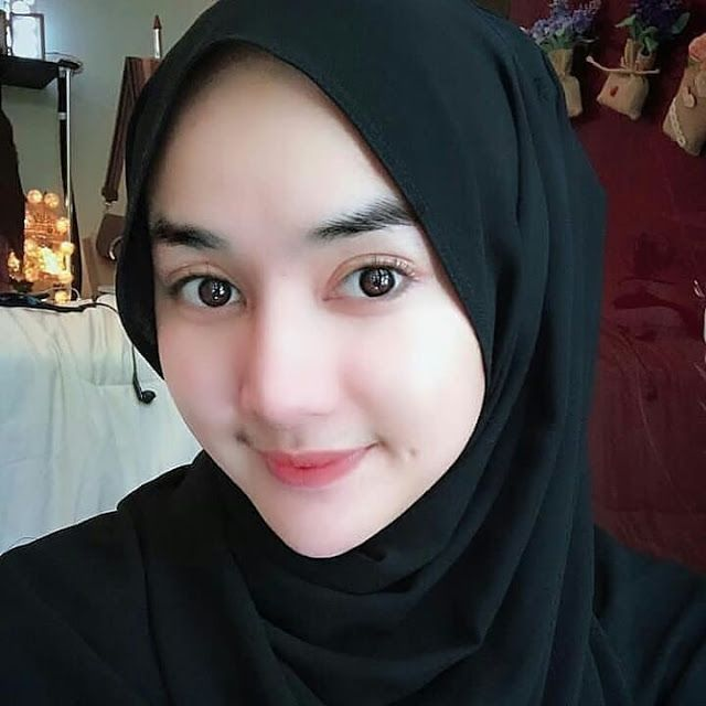 Gadis Berhijab Cantik Jadi Model Hijab Hijaber Smile Beautiful Hijab Girl Hijab Muslim Beauty