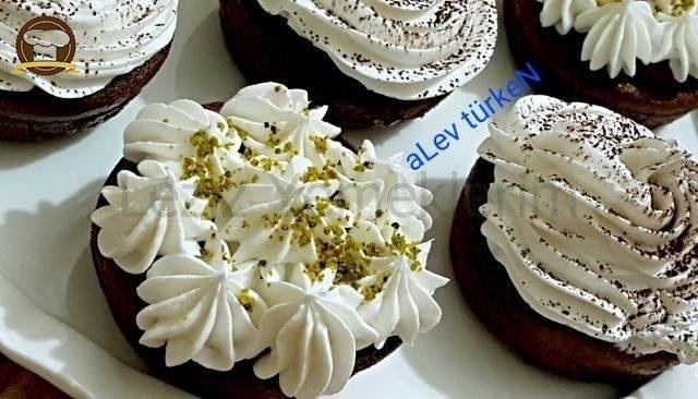 Pratik Kakaolu Islak Muffin Tarifi (Mutlaka Deneyin) nasıl yapılır? Pratik Kakaolu Islak Muffin Tarifi (Mutlaka Deneyin) için malzeme listesi, kalori bilgisi, detaylı anlatımı, tarife ait fotoğraf ve yapılış videosu için tıklayınız. (358 kalori) Gönderen: ALev türkeN