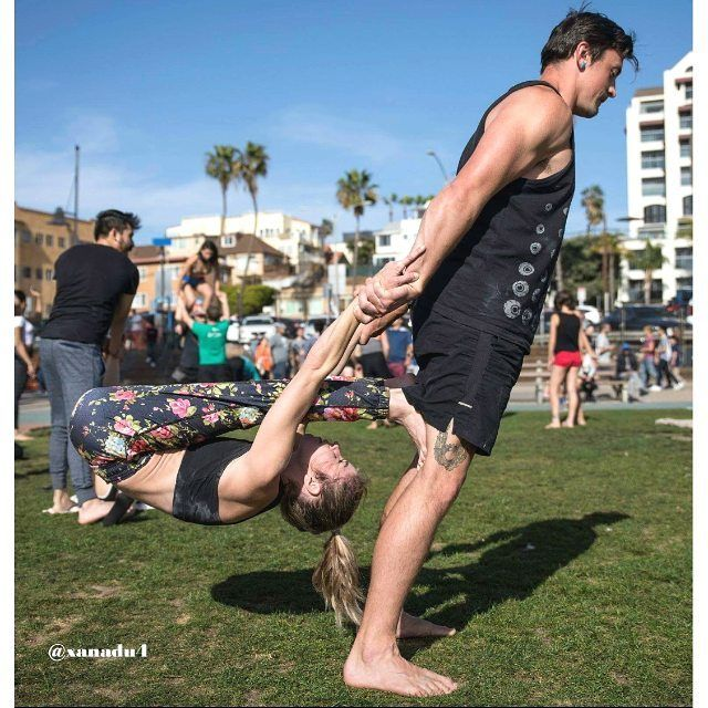 "12 Me gusta, 1 comentarios - john higgins (@xanadu4) en Instagram: ""@shortneyb bending with @tadical at the original Muscle Beach"""