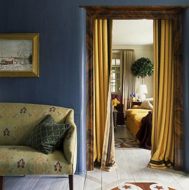 Для богемного и ретро-стиля подойдут плотные шторы из ткани насыщенных натуральных цветов
