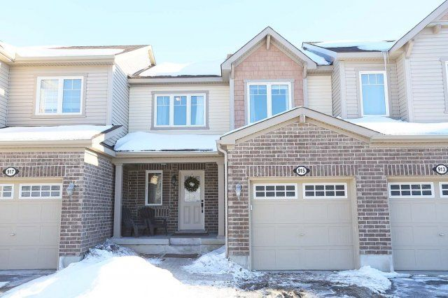 SOLD in 9 days!!!  915 Messor Crescent, Ottawa - The Perfect Starter Home in a Fantastic Family Neighbourhood!