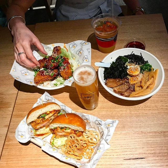 Chowing down on some delicious Ramen 🍜 & Japanese Fried Chicken 🍗 @sakejr with 🍻 & 🍹! Cheers to the weekend!  #sakejr #fridayfood #afterworkdrinks #jfc #japanesefriedchicken