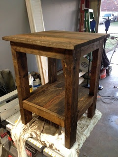 The Turquoise Penguin: Pallet End Tables // DIY Great idea for a bedside table that you can make and stain!