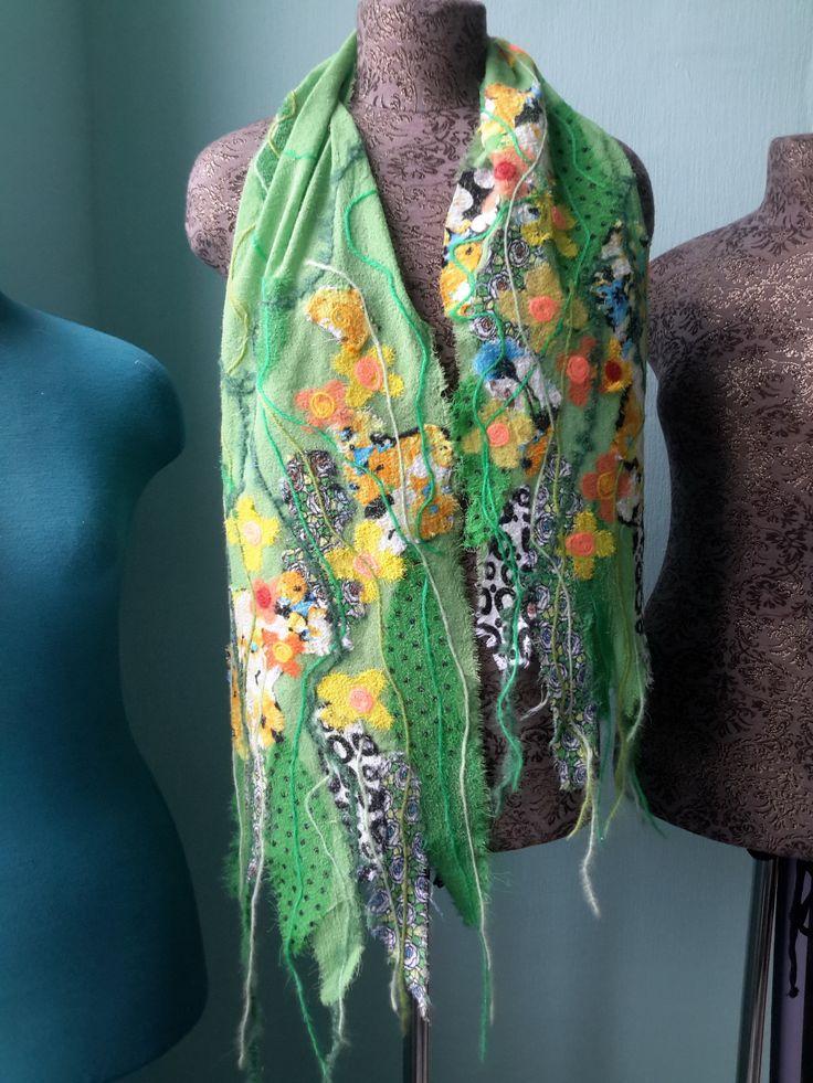 Легкий шарф ручной работы от ЯГИ.  Размер: 25х165 см.  Материал: шифоновая лента, шерстяная нить. Цена: 2270 руб.  Яга интернет магазин: http://www.yaga.ru/rus/buy/