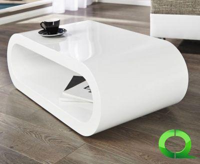 Couchtisch CRISEL Weiß Hochglanz 90cm  Die organische Form lässt diesen Tisch wir eine Skulptur wirken.  Formschön und zeitlos für Ihr Ambiente ist dieser weich geformte Coffee Table!  Die drei Vertiefungen in der Oberfläche bieten Platz für Knabbereien.  Dieser Tisch ist auch in schwarz bestellbar! Sprechen Sie uns an!     Größe (ca.): 90cm x 30cm x 45cm  (LxHxT) Material: Holz Farbe: highgloss weiss