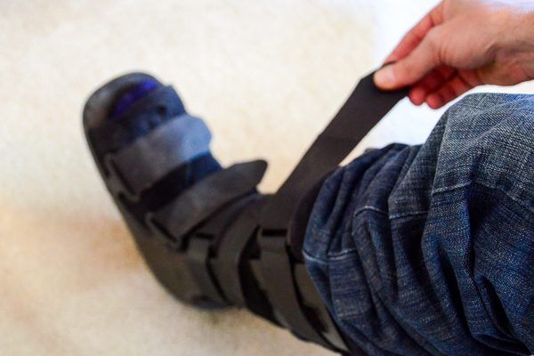 How to Heal a Stress Fracture in the Foot (with Pictures) | eHow