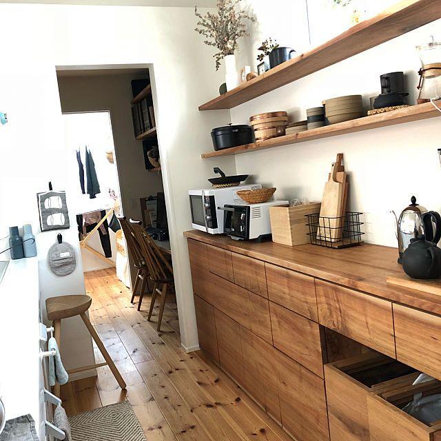 女性の 家族住まいの キッチン についてのインテリア実例 キッチンデザイン リビング キッチン シンプルモダン キッチン