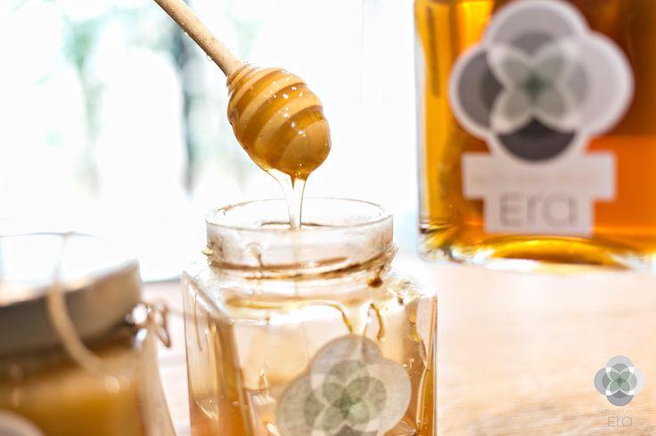 """Το μέλι, ή αλλιώς όπως αποκαλείται, η """"τροφή των Θεών"""" αποτελεί έναν αληθινό θησαυρό για την υγεία. Πορτοκαλιάς, ανθέων ή ελάτης, όποιο και αν προτιμάτε θα το βρείτε τόσο στα φυσικά μας καταστήματα όσο και στο ηλεκτρονικό μας κατάστημα http://bit.ly/era-mέλι  #EraLovers"""
