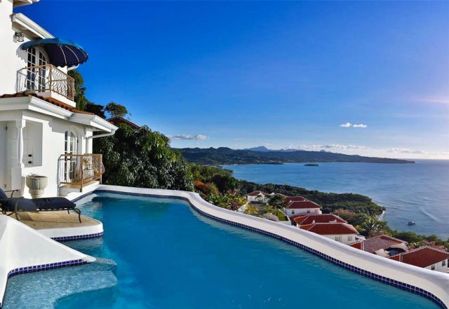 10 Ultimate Waterfront Homes We're Coveting Now