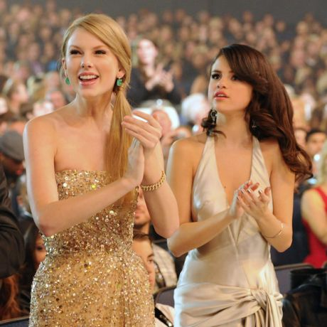 selena gomez instagram taylor swift | Taylor Swift and Selena Gomez pictured here at the 2011 American Music ...