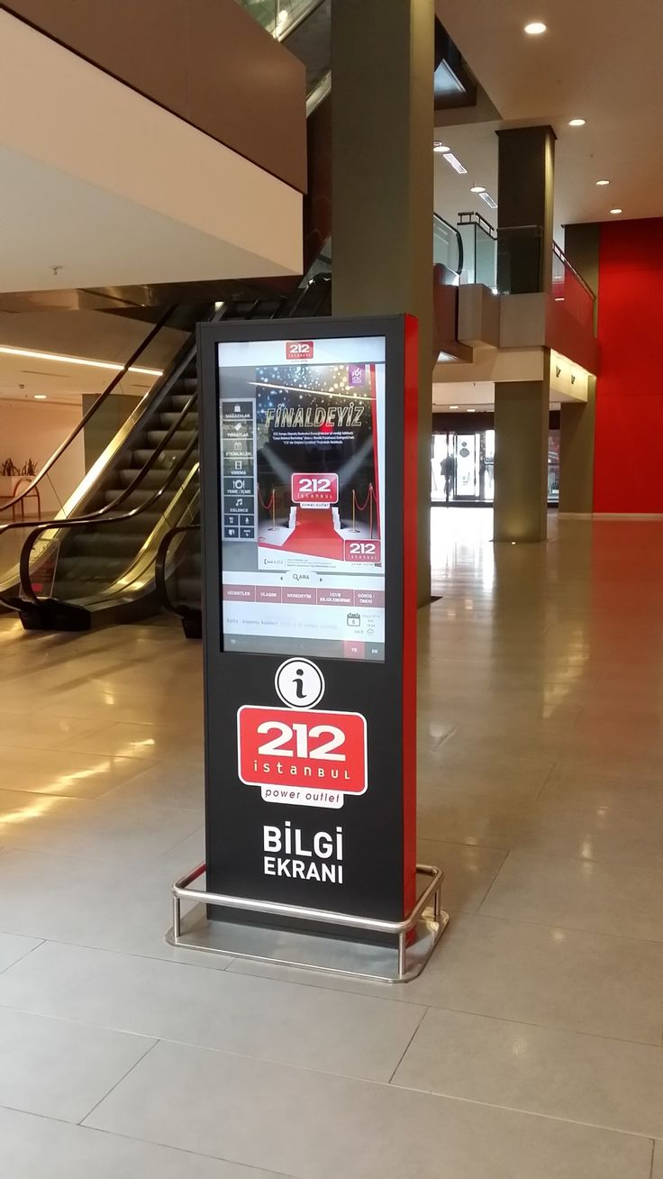 212 AVM'de müşteriler Monolithler üzerinden kampanya ve duyurulara kolayca ulaşabiliyorlar.
