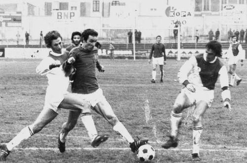 9 janvier 1972, Stade Jean Bouin (Angers). André Guesdon et Robert Dewilder sont dépassés par l'allant angevin. Monaco chute lourdement (4-1).
