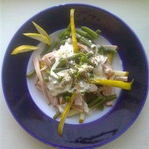 Салат из стручковой фасоли с грушами и карбонадом