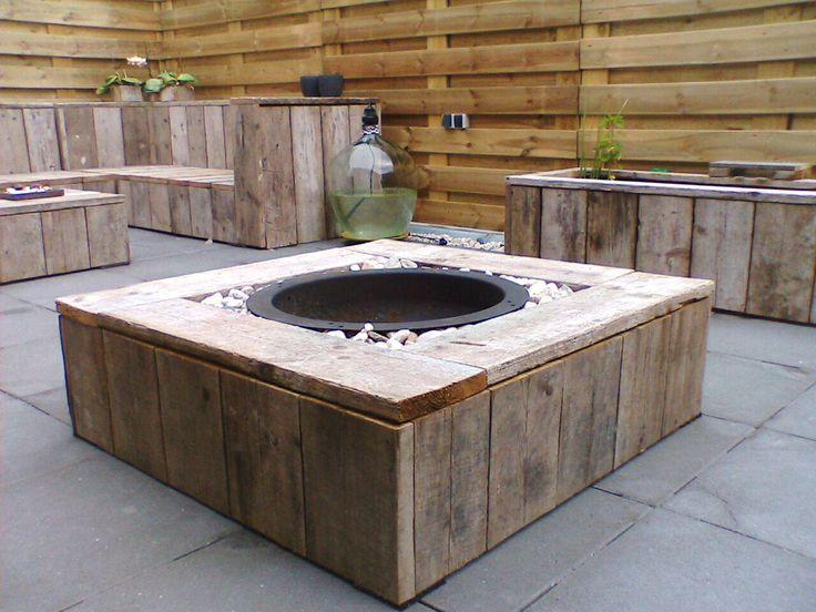 Tafel met vuurschaal van steigerhout