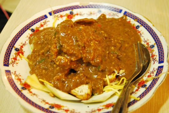 How To Eat Rujak Cingur - Cow's Nose With Peanut Sauce