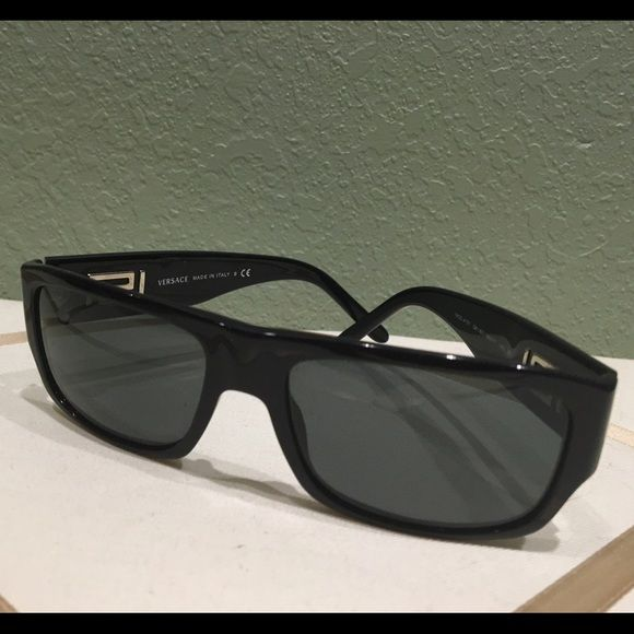 JUST IN retro Versace sunglasses Retro Versace black sunglasses.  EUC Versace Accessories Sunglasses