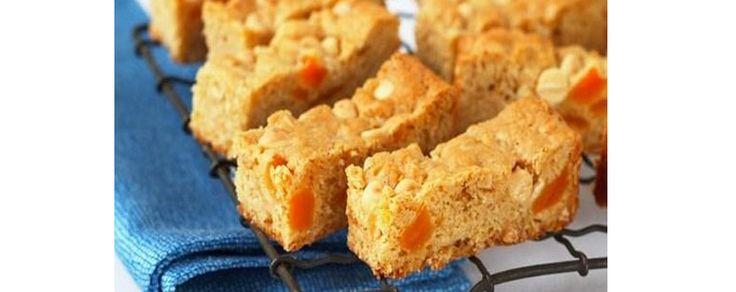 Apricot Muesli Bars #muesli #bars #baking