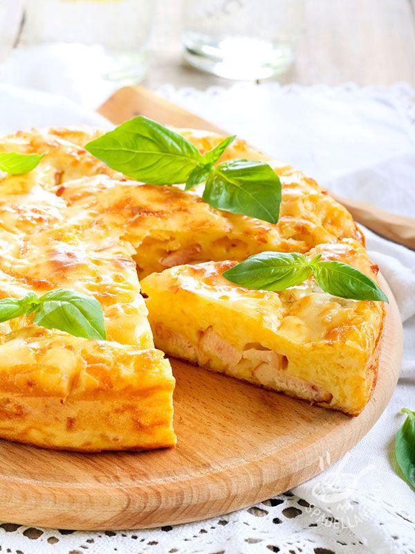 Omelette with ham and cheese - È sempre il momento giusto per la Frittata al prosciutto e formaggio, con ingredienti semplici come questi o arricchita a piacere secondo i vostri gusti. #frittataprosciuttoformaggio