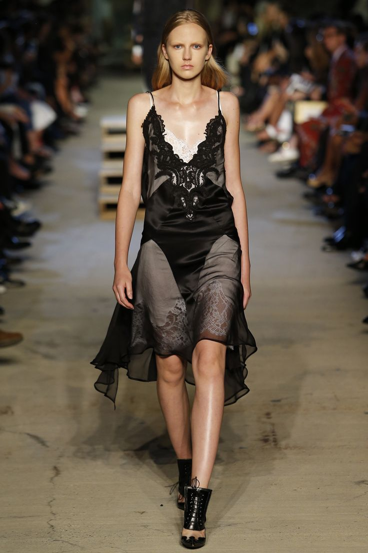 Givenchy Spring 2016 Ready-to-Wear Fashion Show - Mariacarla Boscono