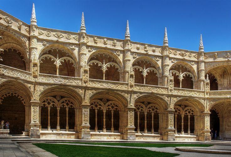 Claustro_del_Monasterio_de_los_Jerónimos - Emilio  García - «Claustro do Mosteiro dos Jerónimos, Lisboa.» 2009. Fotografia. Publicada em Wikimedia Commons e disponível em: https://upload.wikimedia.org/wikipedia/commons/d/df/Claustro_del_Monasterio_de_los_Jer%C3%B3nimos_%283645948975%29.jpg