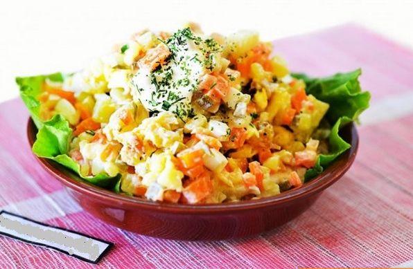 Vegetable salad with smoked fish.