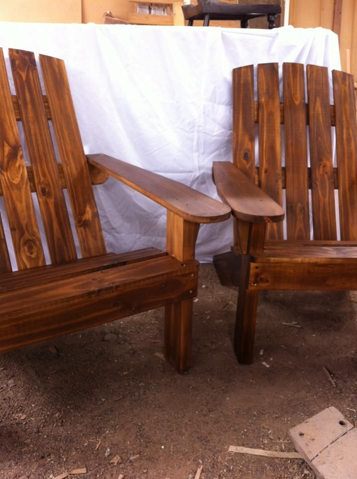 Hermosas sillas Adirondack natural envejecidas