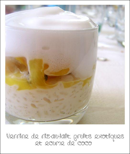 """Il y a très longtemps que je voulais réaliser ce dessert. On nous avait servi une mini-verrine semblable dans un restaurant que mes parents et moi aimons beaucoup, """"La Forge d'Antan"""", à Clohars-Fouesnant (29). Une couche de riz au lait subtilement vanillé,..."""
